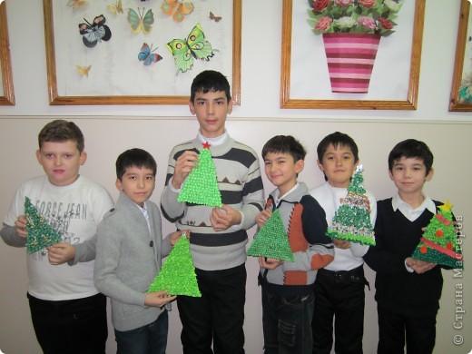 Мои ученики-пятиклассники со своими новыми работами к Новому году. фото 1