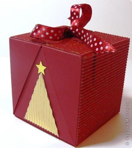 Коробочки для небольшого подарка. Можно повесить на елку размер кубика 7 на 7 см. МК http://whiffofjoy.blogspot.com/2010/07/baby-gift-box-by-inge-groot.html фото 2