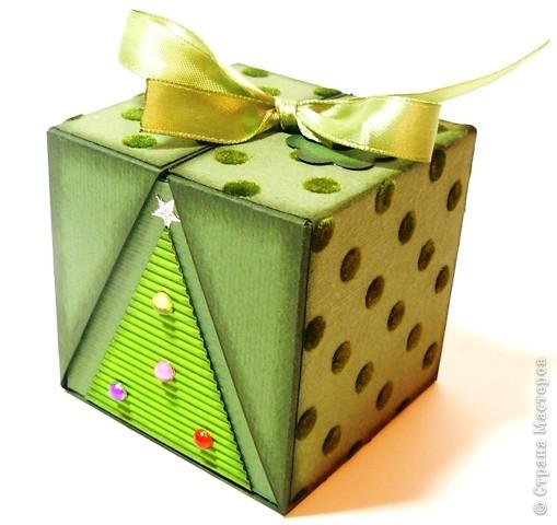 Коробочки для небольшого подарка. Можно повесить на елку размер кубика 7 на 7 см. МК http://whiffofjoy.blogspot.com/2010/07/baby-gift-box-by-inge-groot.html фото 4