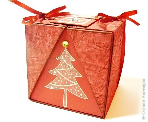 Коробочки для небольшого подарка. Можно повесить на елку размер кубика 7 на 7 см. МК http://whiffofjoy.blogspot.com/2010/07/baby-gift-box-by-inge-groot.html фото 6