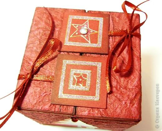 Коробочки для небольшого подарка. Можно повесить на елку размер кубика 7 на 7 см. МК http://whiffofjoy.blogspot.com/2010/07/baby-gift-box-by-inge-groot.html фото 7