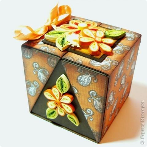 Коробочки для небольшого подарка. Можно повесить на елку размер кубика 7 на 7 см. МК http://whiffofjoy.blogspot.com/2010/07/baby-gift-box-by-inge-groot.html фото 9