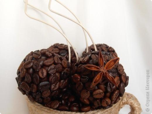 Кофе по-средиземноморски:  Ингредиенты:  - 3 ч.ложки кофе грубого помола - 2 ч.ложки сахара - 1 ч.ложка молотой корицы - 1 ч.ложка какао - 1 ч.ложка семян аниса - щепотка сушеной апельсиновой цедры   В составе моей чашки: кофе в зернах+молотый, корица (палочки+молотая), анис, анисовое масло, апельсиновое масло, ваниль. фото 2