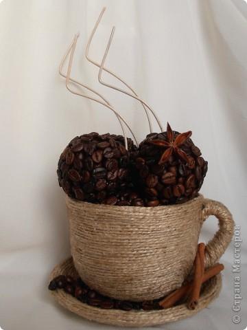 Кофе по-средиземноморски:  Ингредиенты:  - 3 ч.ложки кофе грубого помола - 2 ч.ложки сахара - 1 ч.ложка молотой корицы - 1 ч.ложка какао - 1 ч.ложка семян аниса - щепотка сушеной апельсиновой цедры   В составе моей чашки: кофе в зернах+молотый, корица (палочки+молотая), анис, анисовое масло, апельсиновое масло, ваниль. фото 1