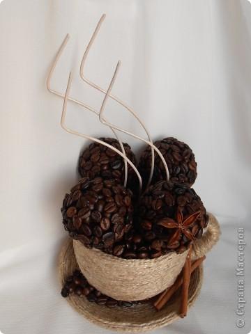 Кофе по-средиземноморски:  Ингредиенты:  - 3 ч.ложки кофе грубого помола - 2 ч.ложки сахара - 1 ч.ложка молотой корицы - 1 ч.ложка какао - 1 ч.ложка семян аниса - щепотка сушеной апельсиновой цедры   В составе моей чашки: кофе в зернах+молотый, корица (палочки+молотая), анис, анисовое масло, апельсиновое масло, ваниль. фото 3