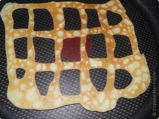 """4 яйца  3 плавленных сырка (типа """"Дружба"""")  2 упаковки криветок 8 шампиньонов  1 баночку корнишонов (мелких огурчиков)  1 баночку маслин.  соль, перец, майонез   фото 5"""