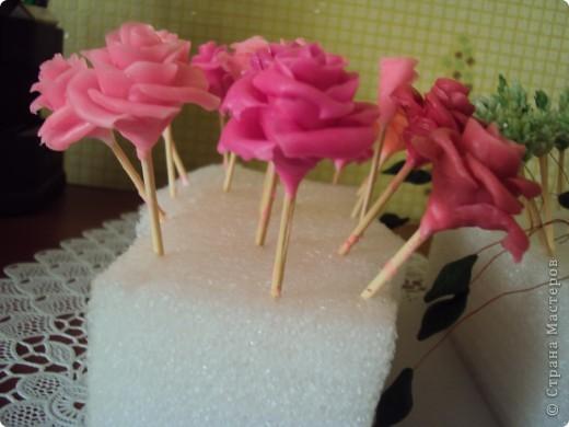 отливка из гипса украшенная розами из холодного фарфора фото 3