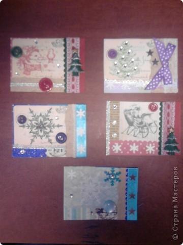 Вот и снова я со своими карточками. Нашел у себя где-то в закромах новогодние распечатки, которые использовал еще в сааааааамых первых новогодних открытках. В результате получилась вот такая серия из 5 карточек. Количество моих кредиторов (наконец то!) уменьшилось до одного - это ЛЁКА ЛЁКИНА. Она выбирает первой. Оставшиеся три карточки для свободного обмена. фото 1
