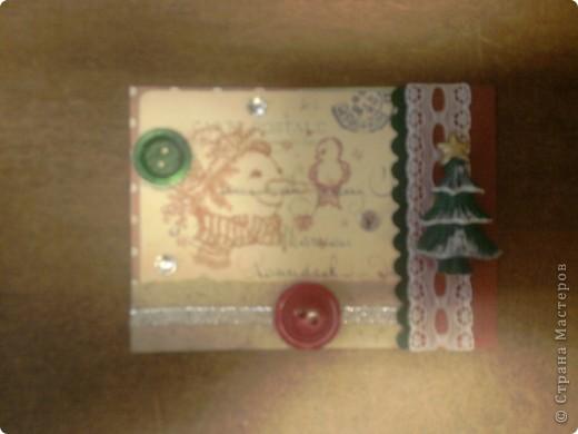 Вот и снова я со своими карточками. Нашел у себя где-то в закромах новогодние распечатки, которые использовал еще в сааааааамых первых новогодних открытках. В результате получилась вот такая серия из 5 карточек. Количество моих кредиторов (наконец то!) уменьшилось до одного - это ЛЁКА ЛЁКИНА. Она выбирает первой. Оставшиеся три карточки для свободного обмена. фото 2