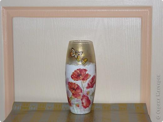 Сделала ещё одну вазу, на сей раз с маками, заказчица дала на выбор три идеи ( красные маки, берёзы или красные тюльпаны). Ну вот, выставляю то, что получилось в итоге. фото 1