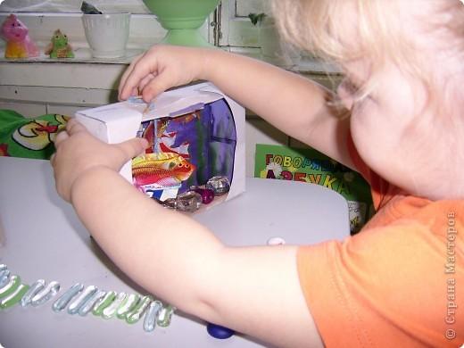 На днях делали аквариум. Я купила наклейки рыбок,сначала хотела с дочей просто их приклеить,потом про аквариум вспомнила. фото 4