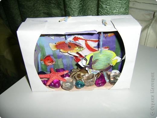 На днях делали аквариум. Я купила наклейки рыбок,сначала хотела с дочей просто их приклеить,потом про аквариум вспомнила. фото 1