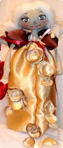 В Стране Мастеров  увидела как делаются цветочки ( жаль не помню у кого именно , но СПАСИБО все равно) .  Не могу остановиться - делаю цветочки , снежинки  пора...  В  блог к себе приглашаю : http://oran-bogat.blogspot.com