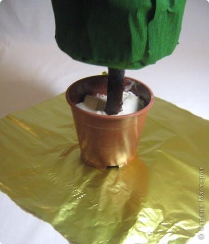 Хочу поделится с Вами тем, как делаю я елочки из конфет. Надеюсь, что Вы еще успеете воспользоваться моим МК. Высота показанной елочки около 75 см. фото 14