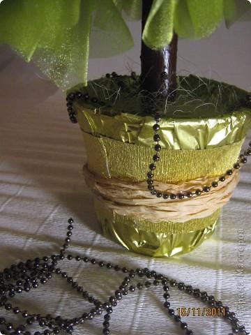 Хочу поделится с Вами тем, как делаю я елочки из конфет. Надеюсь, что Вы еще успеете воспользоваться моим МК. Высота показанной елочки около 75 см. фото 30