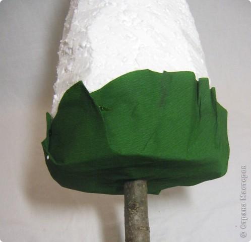 Хочу поделится с Вами тем, как делаю я елочки из конфет. Надеюсь, что Вы еще успеете воспользоваться моим МК. Высота показанной елочки около 75 см. фото 9