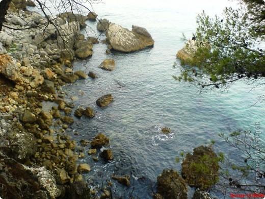 Здраво живо! Так приветствуют в Черногории.  За две недели отдыха в этой замечательной стране я просто влюбилась в неё.   В мире Черногория известна больше как Монтенегро - красивый и экологически чистый уголок Европы. Это действительно так! фото 7
