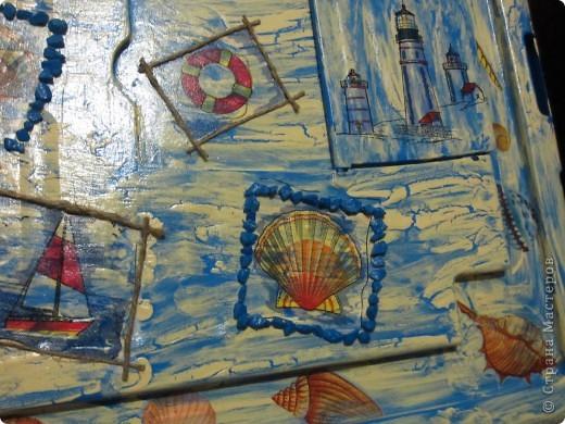 Вот и очередная масштабная работа в морском стиле. Декорировала крышку от короба где хранятся игрушки.  фото 2