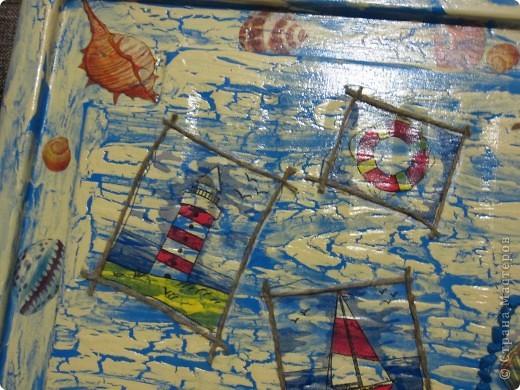 Вот и очередная масштабная работа в морском стиле. Декорировала крышку от короба где хранятся игрушки.  фото 3