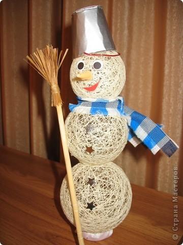 Сделать снеговика своими руками из ниток фото
