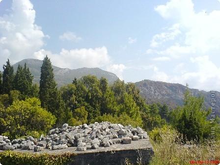 Здраво живо! Так приветствуют в Черногории.  За две недели отдыха в этой замечательной стране я просто влюбилась в неё.   В мире Черногория известна больше как Монтенегро - красивый и экологически чистый уголок Европы. Это действительно так! фото 17