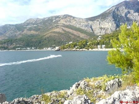 Здраво живо! Так приветствуют в Черногории.  За две недели отдыха в этой замечательной стране я просто влюбилась в неё.   В мире Черногория известна больше как Монтенегро - красивый и экологически чистый уголок Европы. Это действительно так! фото 18