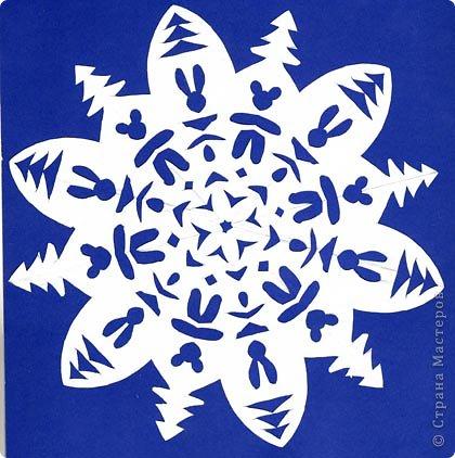 Украшение дома снежинками — это добрая традиция к новогоднему празднику, весёлое детское творчество и настоящее искусство! Предлагаю и вам прикоснуться к удивительному миру изящества и красоты — созданию своих неповторимых снежинок с использованием известных техник и материалов!  Вырезание снежинок!  Для того чтоб научиться этому незатейливому делу, знакомому с детства, многого не надо: ножницы, бумага, немного фантазии и желание сотворить пусть маленькое, но чудо! Балеринкам нет числа, С ними дружит ветер, И от них белым-бела Вся земля на свете.  (Снежинки) фото 1