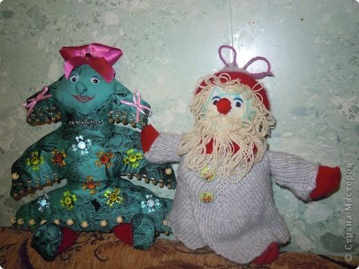 Елка и дед Мороз были задуманы нами в школу на конкурс. Они сшиты из материала, набиты синтепоном. фото 1