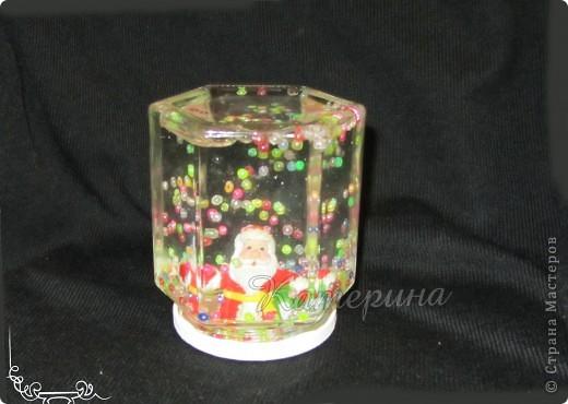 """Новогодние """"шары"""" - баночки. Всё очень просто, глицерин, вода, фигурка по теме, блёстки или бисер или если у кого есть искусственный снежок. Мне идея очень понравилась, сразу решила сделать сама. В разных случаях пришлось добавлять разное количество глицерина. фото 2"""