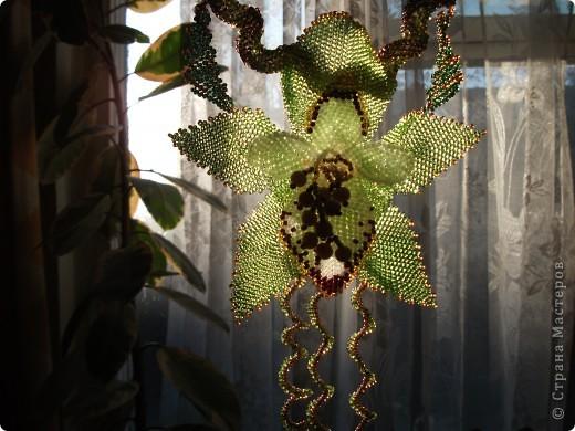 Техника: Бисероплетение 1. Колье Орхидея 2. Колье из зеленого , золотистого и белого бисера.