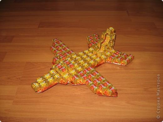 Самолёт из конфет своими руками фото
