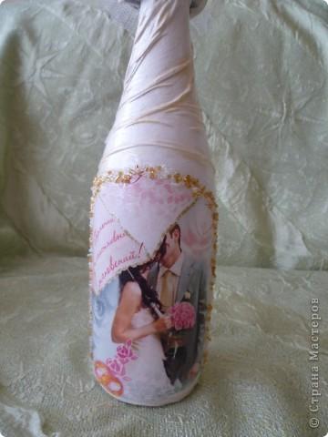 Начало смотрите здесь https://stranamasterov.ru/node/274533 .Бутылки на рождение первенца и годовщину свадьбы.Сделала их в одном стиле - капрон, истонченная открытка, бисер по контуру открытки. мне самой эти бутылки очень нравятся ( не скромно). Может потому-что я их сама придумала.Долго искала подходящие открытки. Принтера у меня пока нет. фото 13