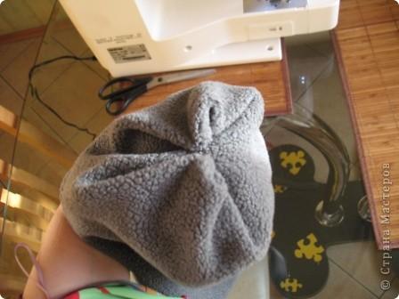 Всем здравствуйте))) Наконец-то в Москву пришла зима и я,забросив все новогодние дела, кинулась шить теплые шапки своим мальчишкам. Каждая заботливая мама знает,что лучшая зимняя шапка-это шлем.И у нас они есть...хорошие,реймовские,но все кажется мне,что не особо теплые...поэтому решила поправить это недоразумение,да и вас приглашаю,пока сохнут клей,краска,лак и масса для лепки))) тем более,что делается он просто элементарно))) фото 18