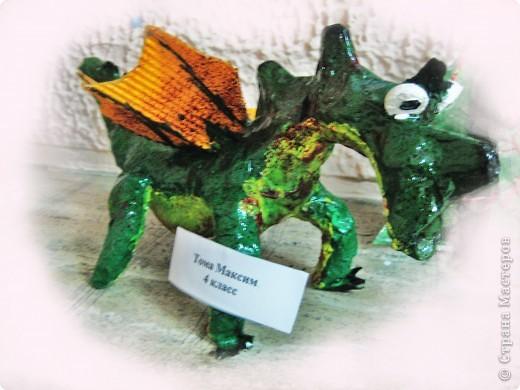 дракоша выполнен из папье-маше. его скелет - из проволоки (как его делать, нашла в СМ, но автора указать не могу-не нашла).  фото 15