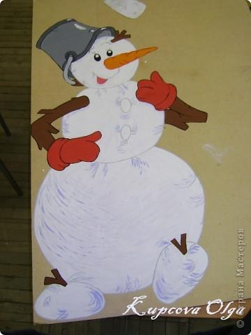 В школе меня попросили нарисовать снеговика для оформления школы(это конечный результат) фото 4