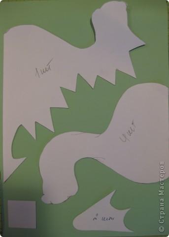 23 декабря. Снега чуть-чуть. Последнее занятие в 2011 году:) Занятие вместе с родителями, тема символ 2012 года, направление хлам-дизайн, материал бросовый(коробочный картон). Очень люблю этот материал!  фото 11