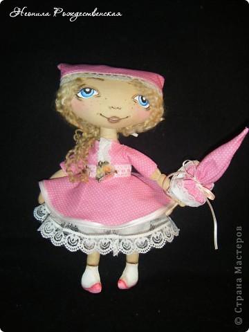 Доброго времени суток... Хочу познакомить Вас с моей малышкой Роузи... Давно хотела сшить маленькую куколку... Рост Роузи около 24 см... Надеюсь, не предел... Хочется еще меньше))))) фото 1