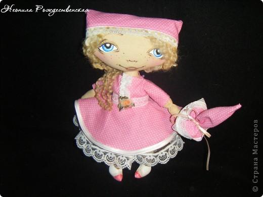 Доброго времени суток... Хочу познакомить Вас с моей малышкой Роузи... Давно хотела сшить маленькую куколку... Рост Роузи около 24 см... Надеюсь, не предел... Хочется еще меньше))))) фото 2