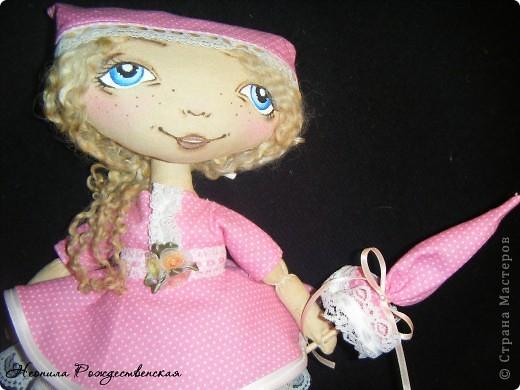 Доброго времени суток... Хочу познакомить Вас с моей малышкой Роузи... Давно хотела сшить маленькую куколку... Рост Роузи около 24 см... Надеюсь, не предел... Хочется еще меньше))))) фото 3