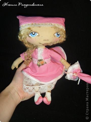 Доброго времени суток... Хочу познакомить Вас с моей малышкой Роузи... Давно хотела сшить маленькую куколку... Рост Роузи около 24 см... Надеюсь, не предел... Хочется еще меньше))))) фото 4
