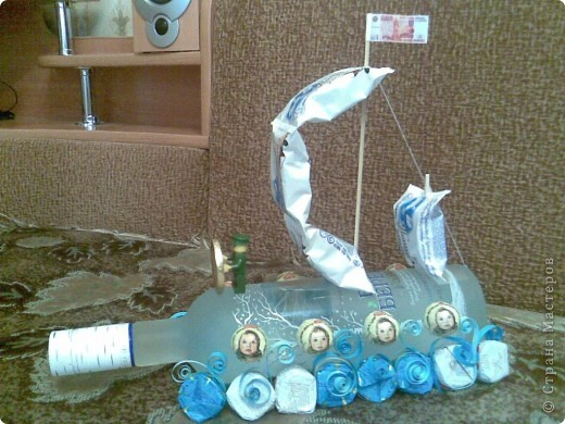 Корабль из бутылки и конфет пошаговое фото