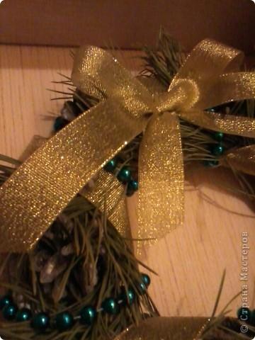 Приветики всем! Вот и подходят к завершению новогодние праздники! А вот только поздравляю свою любимую Страну Мастеров с Новым годом и Рождеством!!!!!! Пусть творческое вдохновение живёт в наших сердцах целый год!!!! а главное, пусть здоровье будет крепким. а остальное или купим, или смастерим!:)))  А енто вот моя композиция из апельсинок, мандаринок и еловых веточек. такая простояла у нас 10 дней. Ставили на новогодний стол.  фото 2