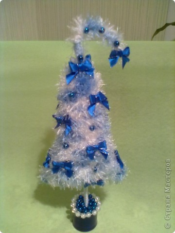 Это последние подарки своим близким на праздник. Елочку делала по МК наших мастериц. Жгутики из бумажной салфетки и  кухонной салфетки. Снеговичок из флиса. фото 2