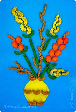 Мастер-класс Педагогический опыт Раннее развитие 8 марта Аппликация Коллаж МК цветочные букеты из макаронных изделий Картон Клей Продукты пищевые фото 1