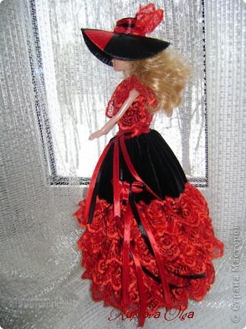Вот эта куколка мне нравится своим шоколадным платьем и кремовыми кружевами фото 9
