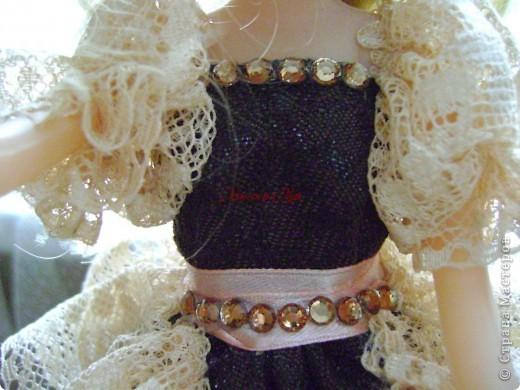 Вот эта куколка мне нравится своим шоколадным платьем и кремовыми кружевами фото 21