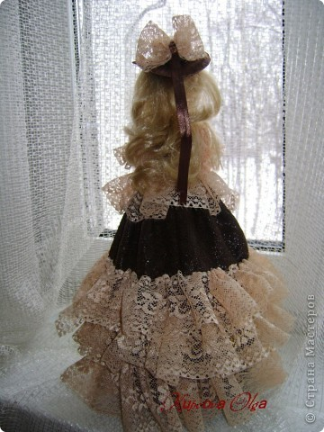 Вот эта куколка мне нравится своим шоколадным платьем и кремовыми кружевами фото 4