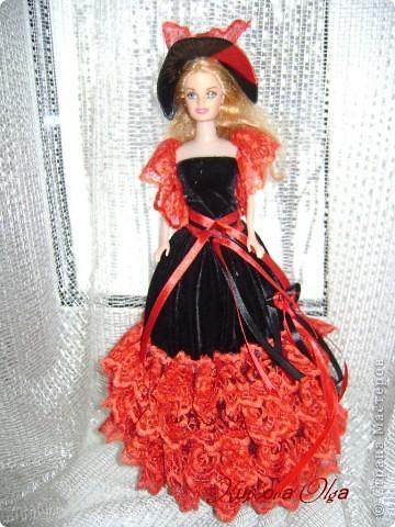 Вот эта куколка мне нравится своим шоколадным платьем и кремовыми кружевами фото 8