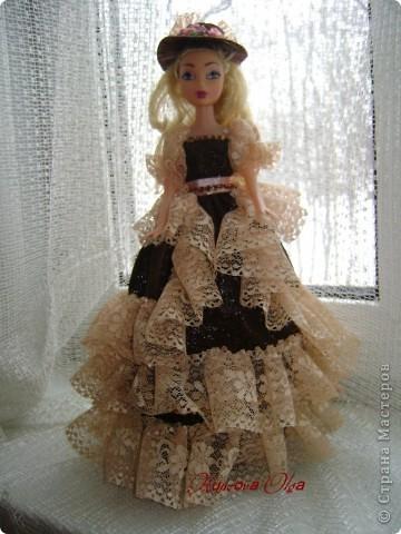 Вот эта куколка мне нравится своим шоколадным платьем и кремовыми кружевами фото 1