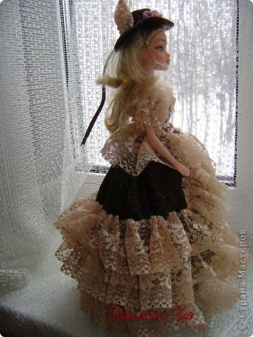 Вот эта куколка мне нравится своим шоколадным платьем и кремовыми кружевами фото 2